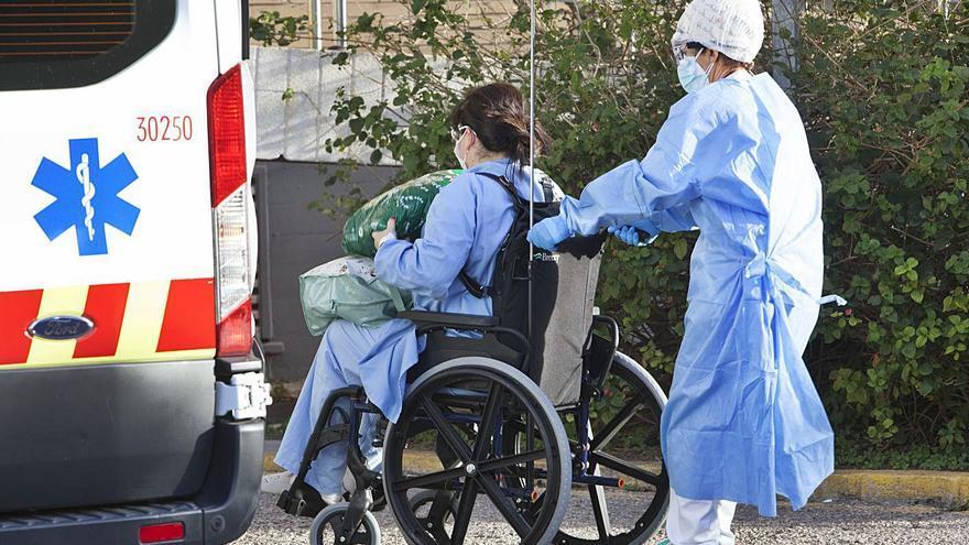 El viento obliga a evacuar el hospital de campaña de la Fe