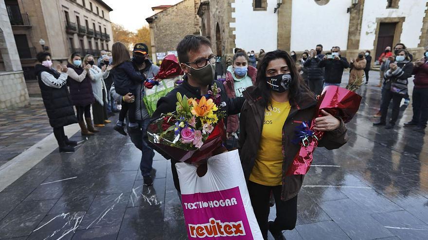 """""""La lucha sigue en la calle"""", arengan los hosteleros tras abandonar su encierro"""