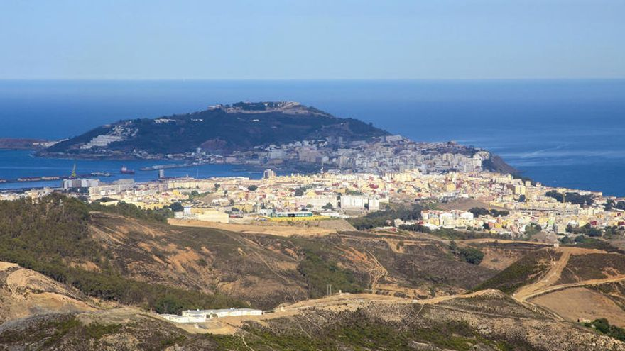 Rescatados dos inmigrantes que trataban de llegar a nado a Ceuta
