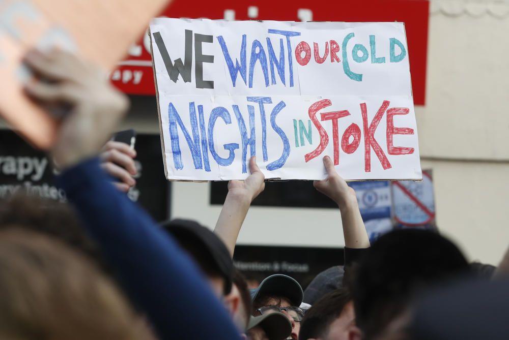 Manifestaciones en Stamford Bridge de los aficionados del Chelsea contra la Superliga