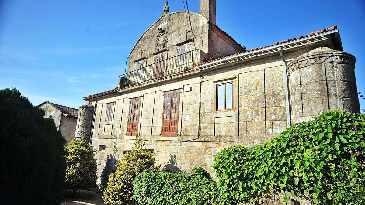 El pazo de Lis fue sede de la escuela de niñas y del Consistorio meañés. |   // IÑAKI ABELLA