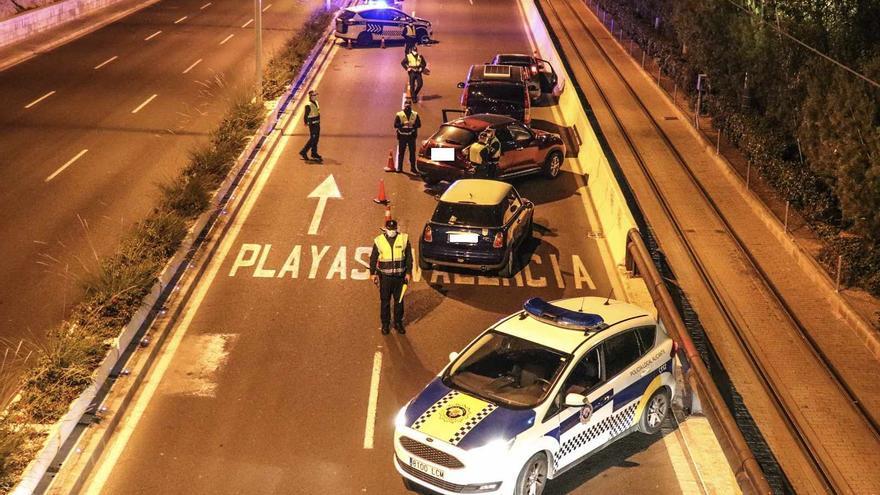 La Policía Local impone 29 denuncias por incumplir estado de alarma y disuelve cuatro botellones en Alicante