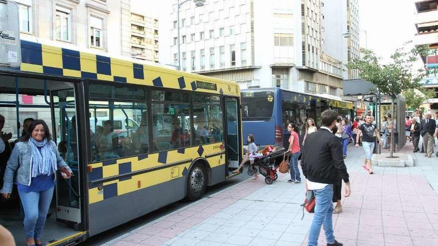 Preacuerdo en Ourense para resolver la huelga del transporte urbano