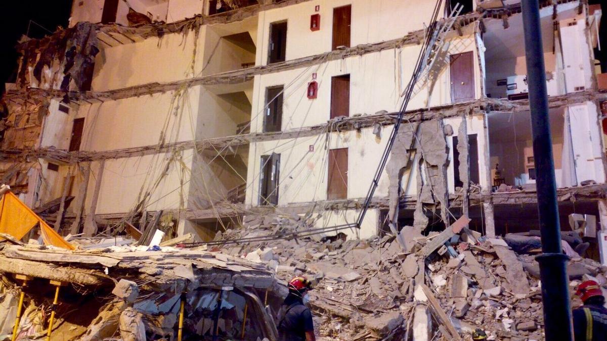 Derrumbe del edificio en Los Cristianos, Arona.