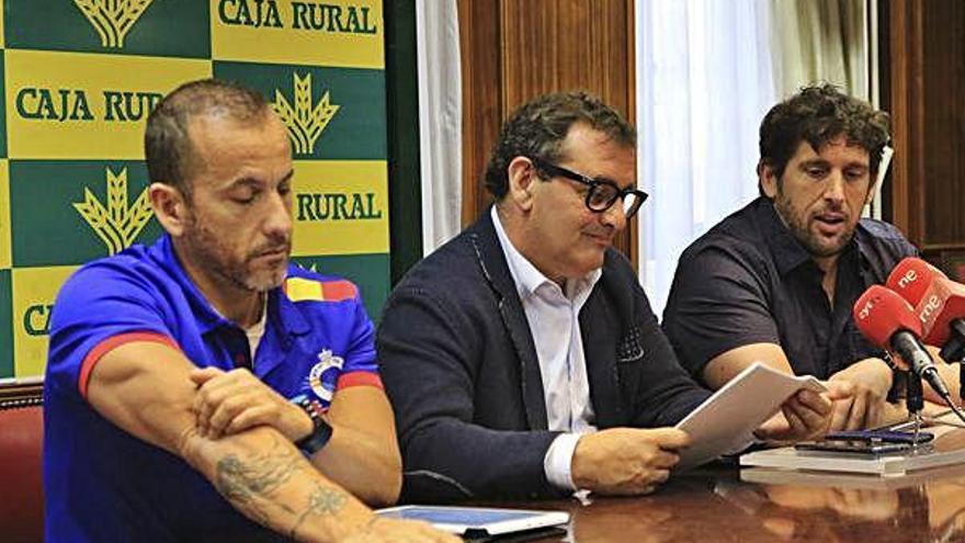 Oscar Vaquero, Narciso Prieto y Carlos Martínez, en el acto de presentación celebrado ayer en Caja Rural.