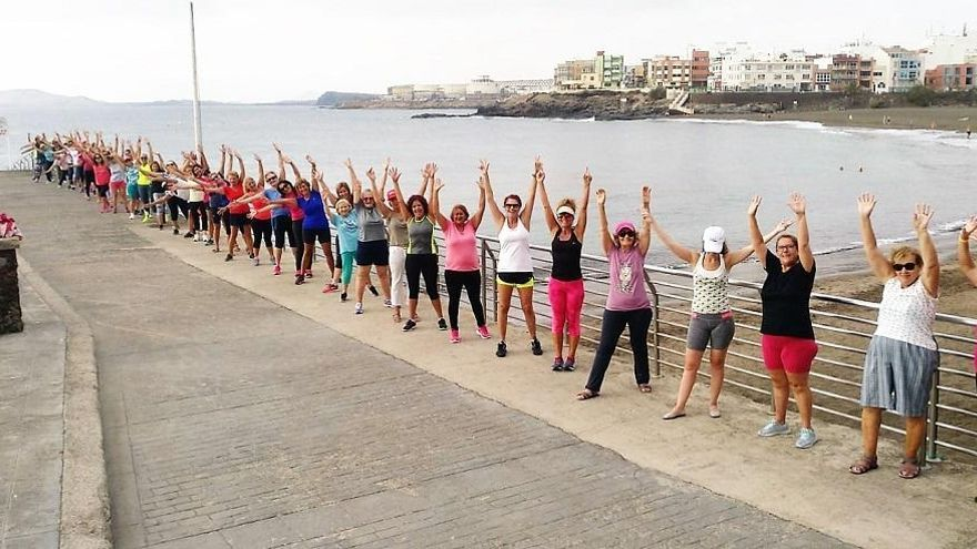 Deportes conserva las sesiones de mantenimiento físico en la costa de Telde