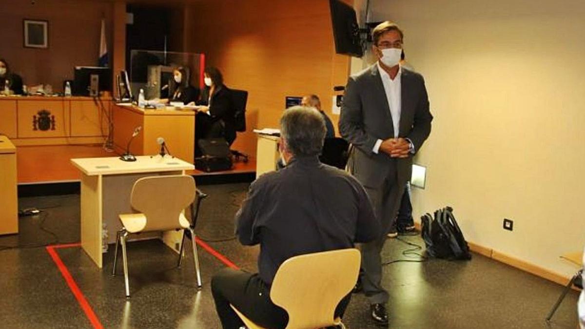 San Ginés logra la suspensión del juicio, que empezará de nuevo en la Audiencia