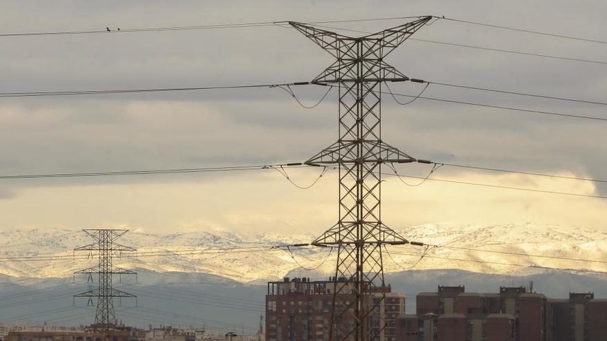 El precio de la luz se desploma un 54% en la primera quincena de febrero