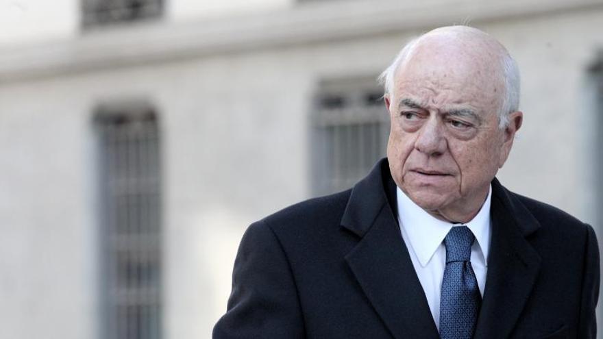 """La Fiscalía señala a Francisco González por la contratación """"opaca"""" de Villarejo"""