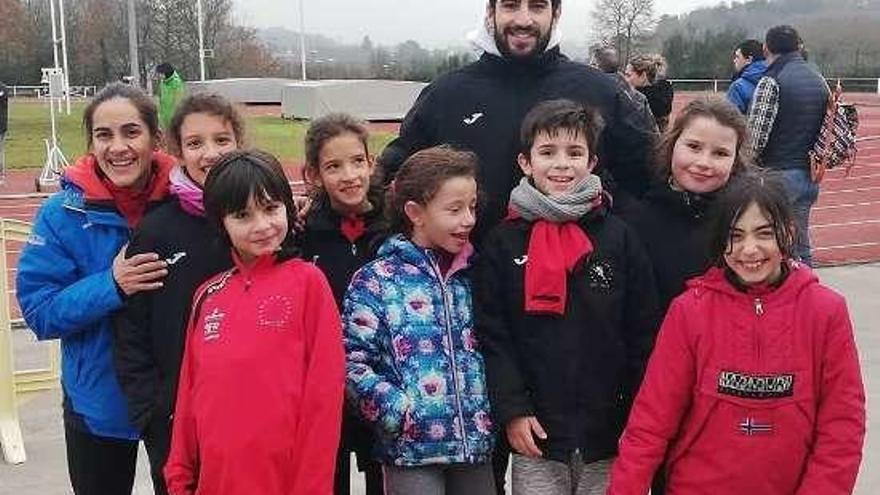 La Escola de Atletismo Deza triunfa sobre el tartán en la Copa Deputación de Lugo