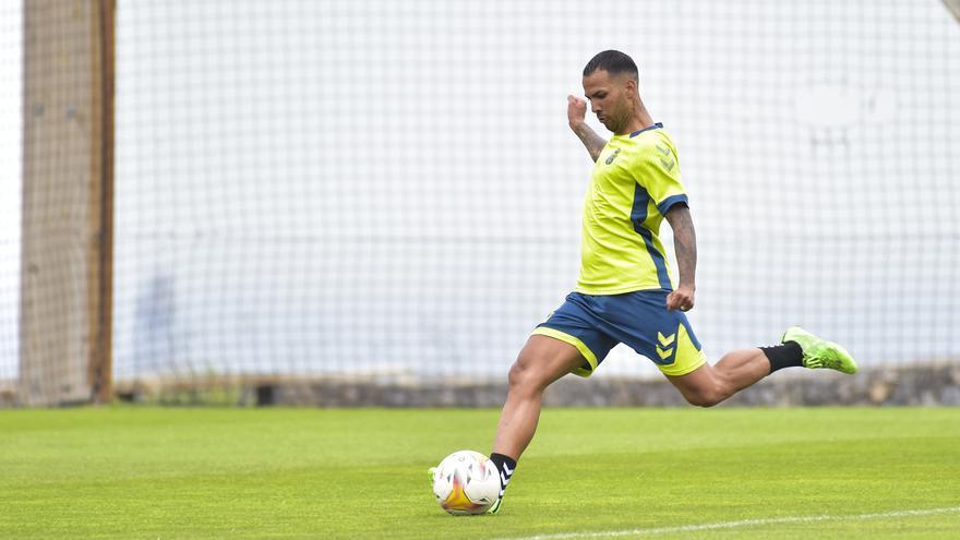 Aficionados de la UD Las Palmas valoran el fichaje de Jonathan Viera (24/08/2021)