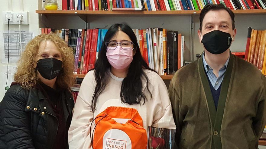 Una alumna del Lacetània guanya el certamen literari en llengües d'origen convocat pels Amics de la Unesco