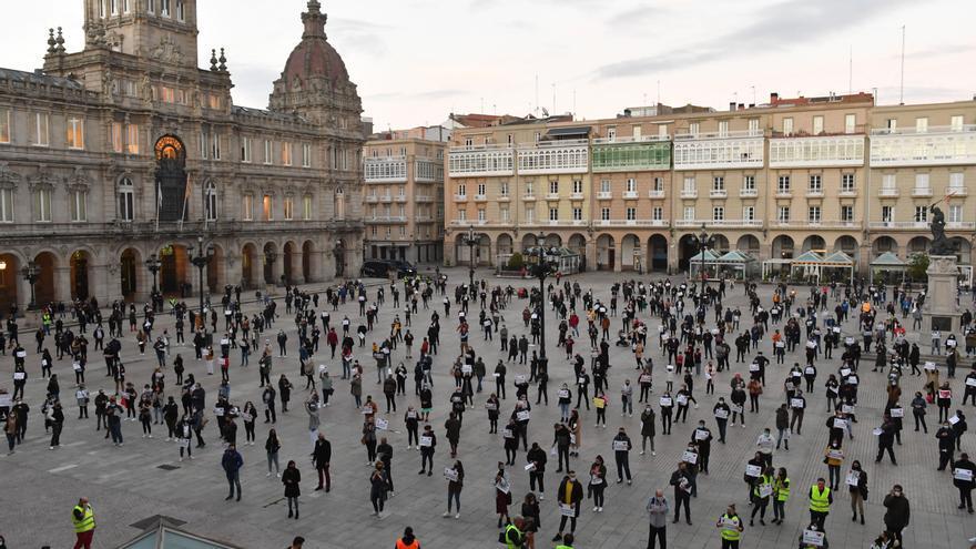 Hosteleros de A Coruña convocan una cacerolada esta tarde en María Pita