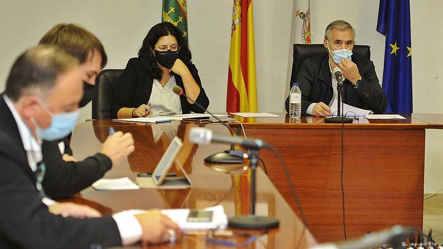 La oposición frena la idea de Xuntos de retirar las placas de inauguraciones
