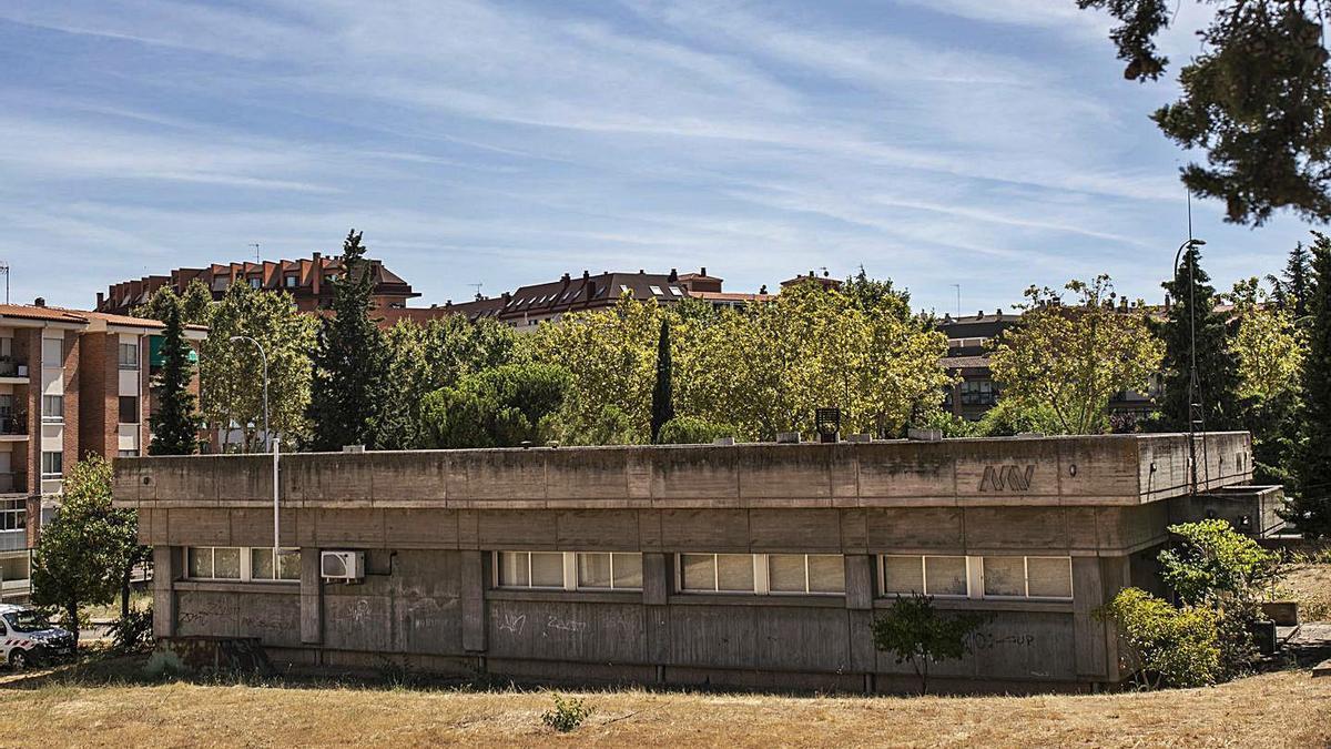 Edificio del antiguo laboratorio que albergará el nuevo centro cívico de Zamora.   Emilio Fraile