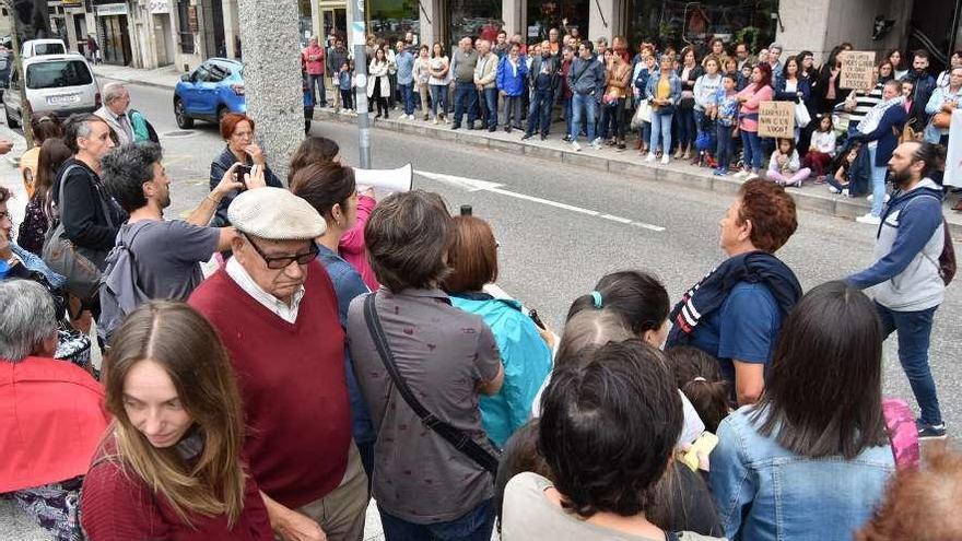 Una protesta vecinal rechaza un local de apuestas en Redondela