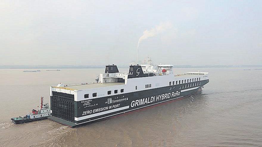 Llega al Puerto de València el primer buque híbrido con cero emisiones