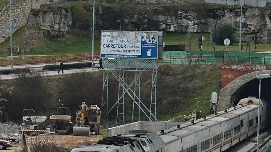 Adif cifra en un 43% el descenso del tráfico de la línea Madrid-Zamora durante el último año