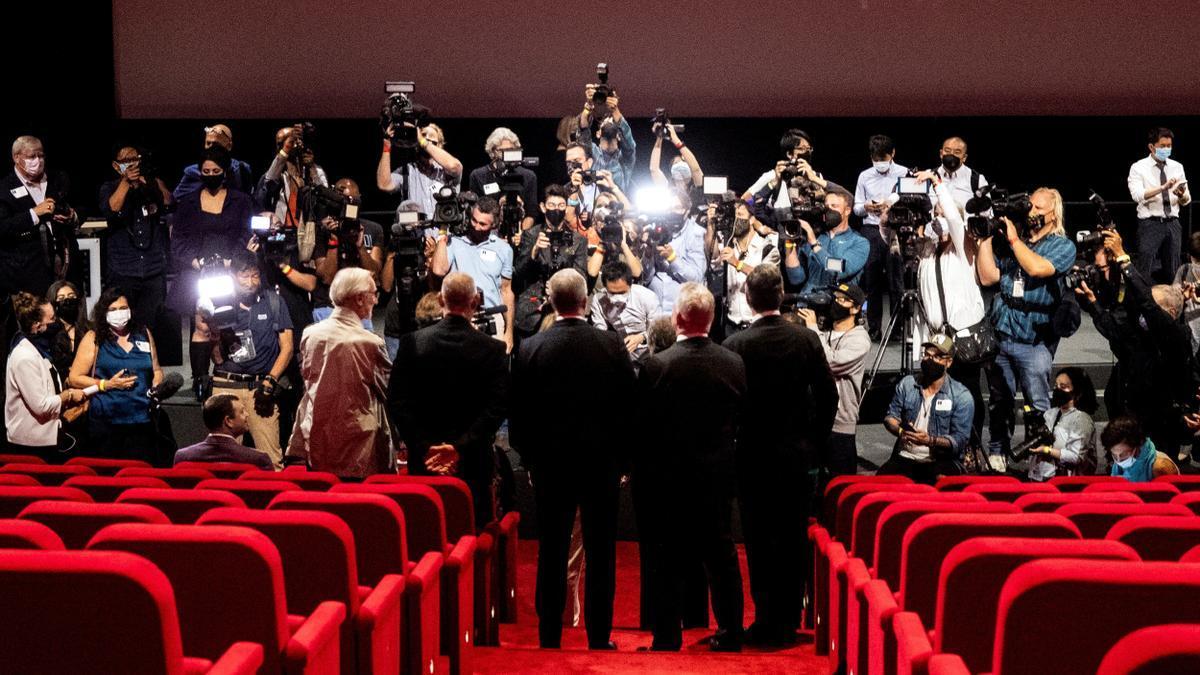A moment of an Oscar awards ceremony.