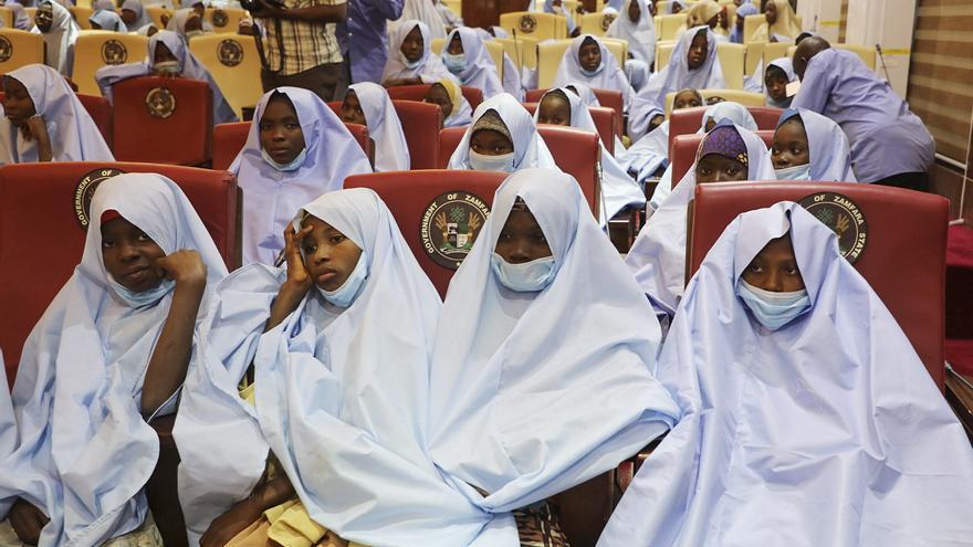 Reencuentro con sus padres de las 279 niñas liberadas en Nigeria