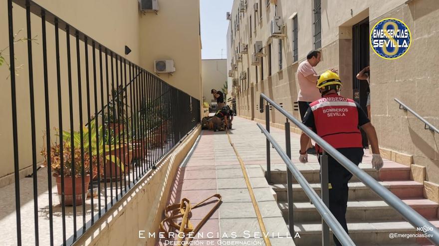 Muere un octogenario en un incendio en su casa de Sevilla