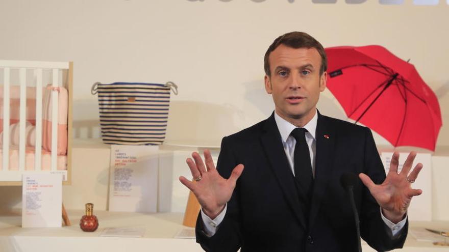 Macron, evacuado de un teatro tras el sabotaje de un grupo de manifestantes