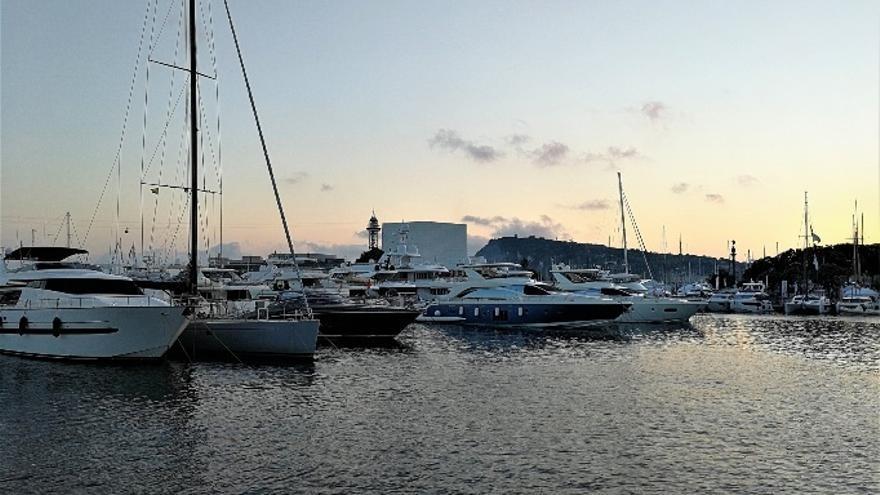 La Armada dominicana busca a varios desaparecidos tras volcar una embarcación