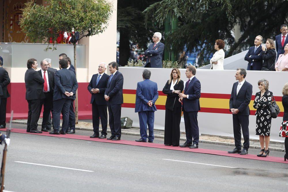 Algunas de las autoridades asistentes al desfile ...