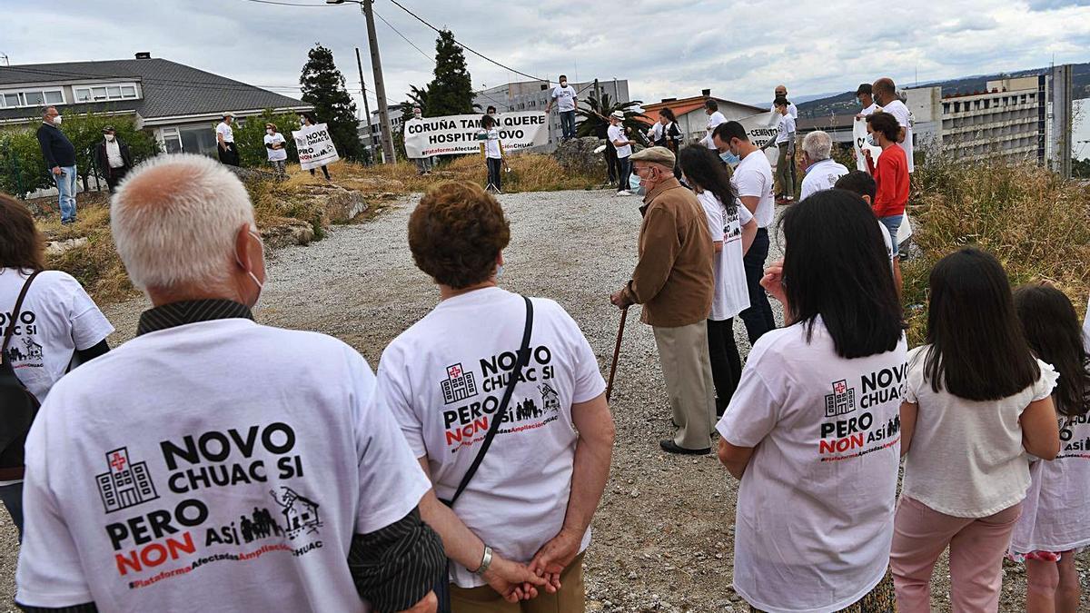 Concentración de vecinos de Eirís contra el proyecto actual de la ampliación del hospital. |   // VÍCTOR ECHAVE