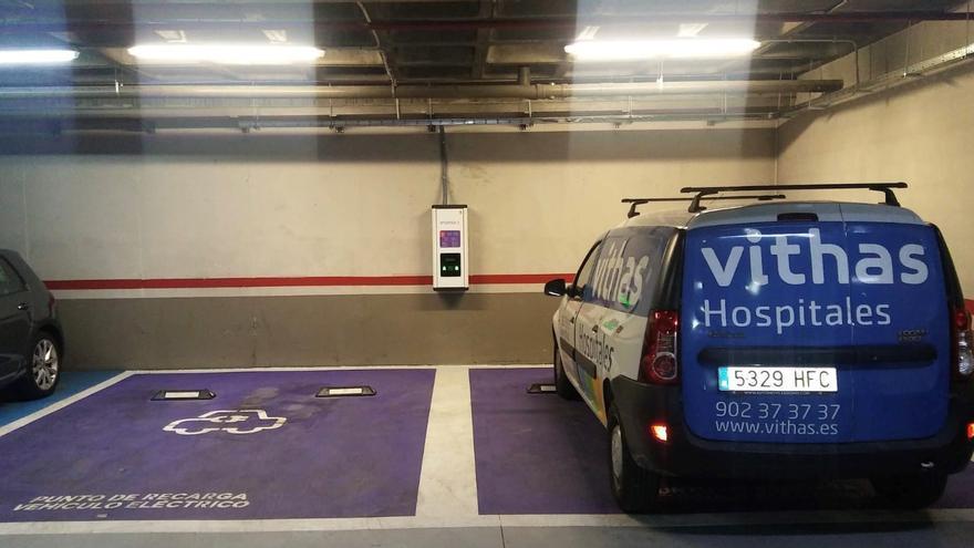 El Hospital Vithas Medimar habilita dos puntos de recarga para vehículos eléctricos