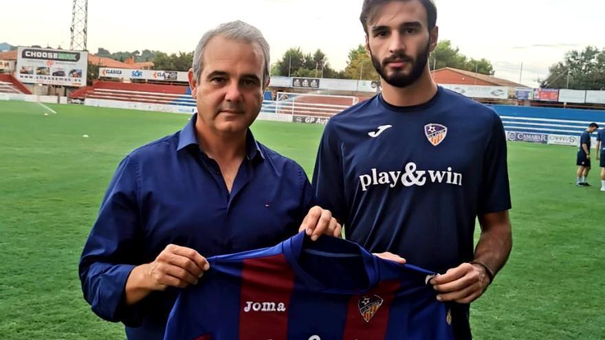 La agilidad de Javi Soler añade dinamismo a la nueva zaga de la UD Alzira