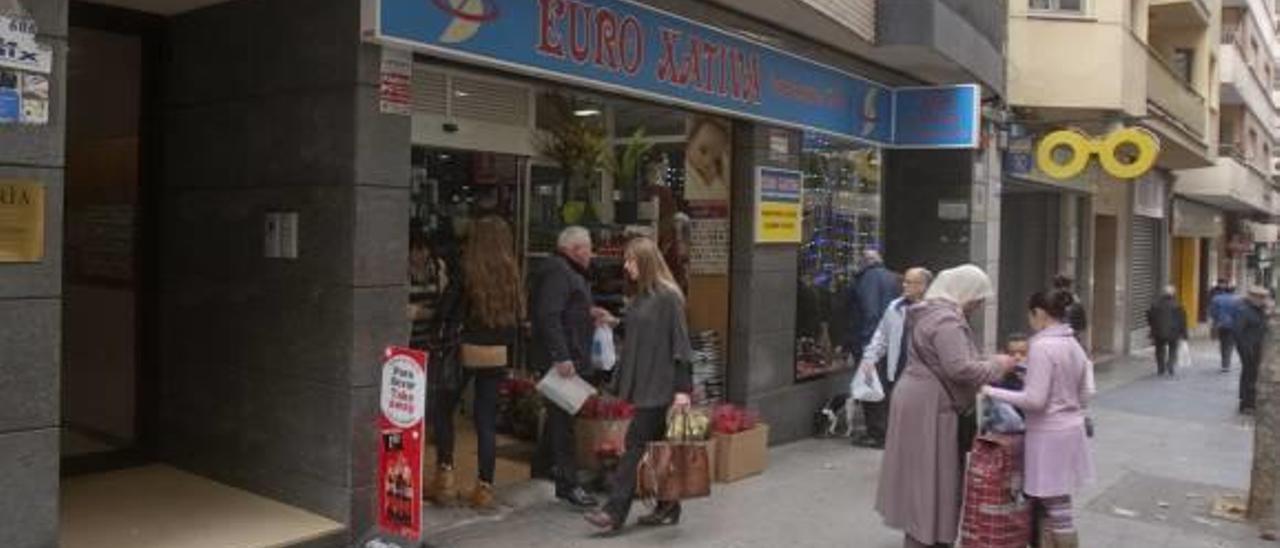 Anulan la condena a un banco por vender un producto de riesgo al dueño de un bazar de Xàtiva