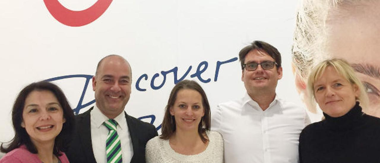 El gerente del Patronato de Turismo, Moisés Jorge, junto a responsables del turoperador TUI.