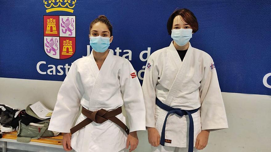 Miriam Silvares y Sara Ventosa, del Judo Morales, trabajan con la Territorial