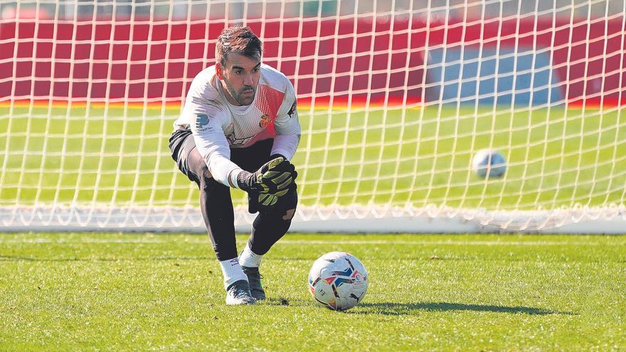 Manolo Reina cumple su cuarta temporada en el Mallorca.