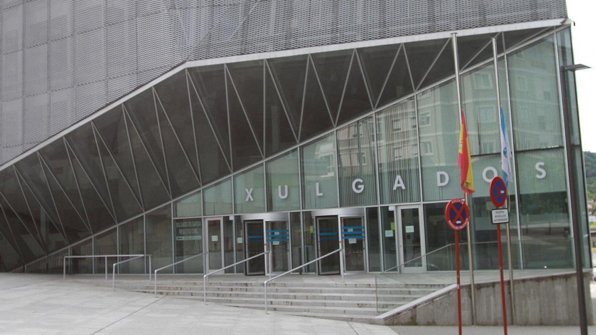 Entrada a los juzgados de Ourense
