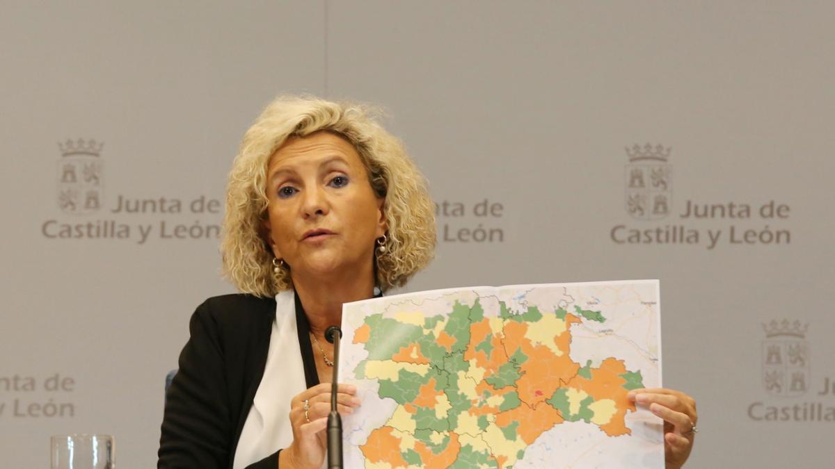 La consejera de Sanidad, Verónica Casado, muestra el mapa de COVID en Castilla y León.