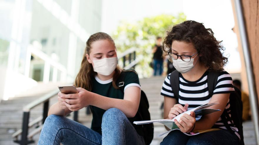 Nueve de cada diez padres y profesores creen que la pandemia y el confinamiento han trasladado el acoso a las redes sociales