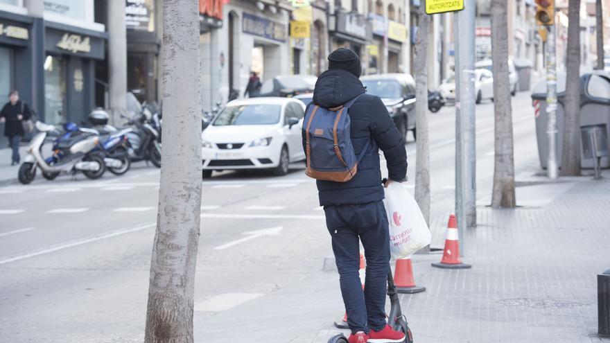 Ferit greu un home després de bolcar amb el seu patinet a Manresa