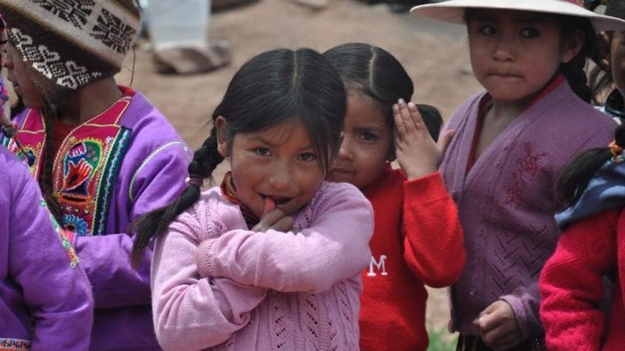 La plantilla de Caixa Popular dona un dia del seu salari per a projectes de cooperació