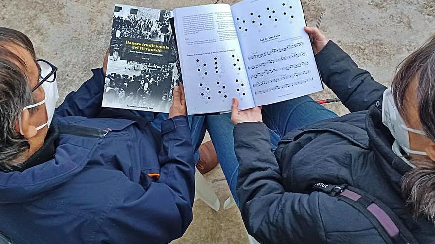 La Berguedana de Folklore Total recopila una setantena de balls en dos llibres