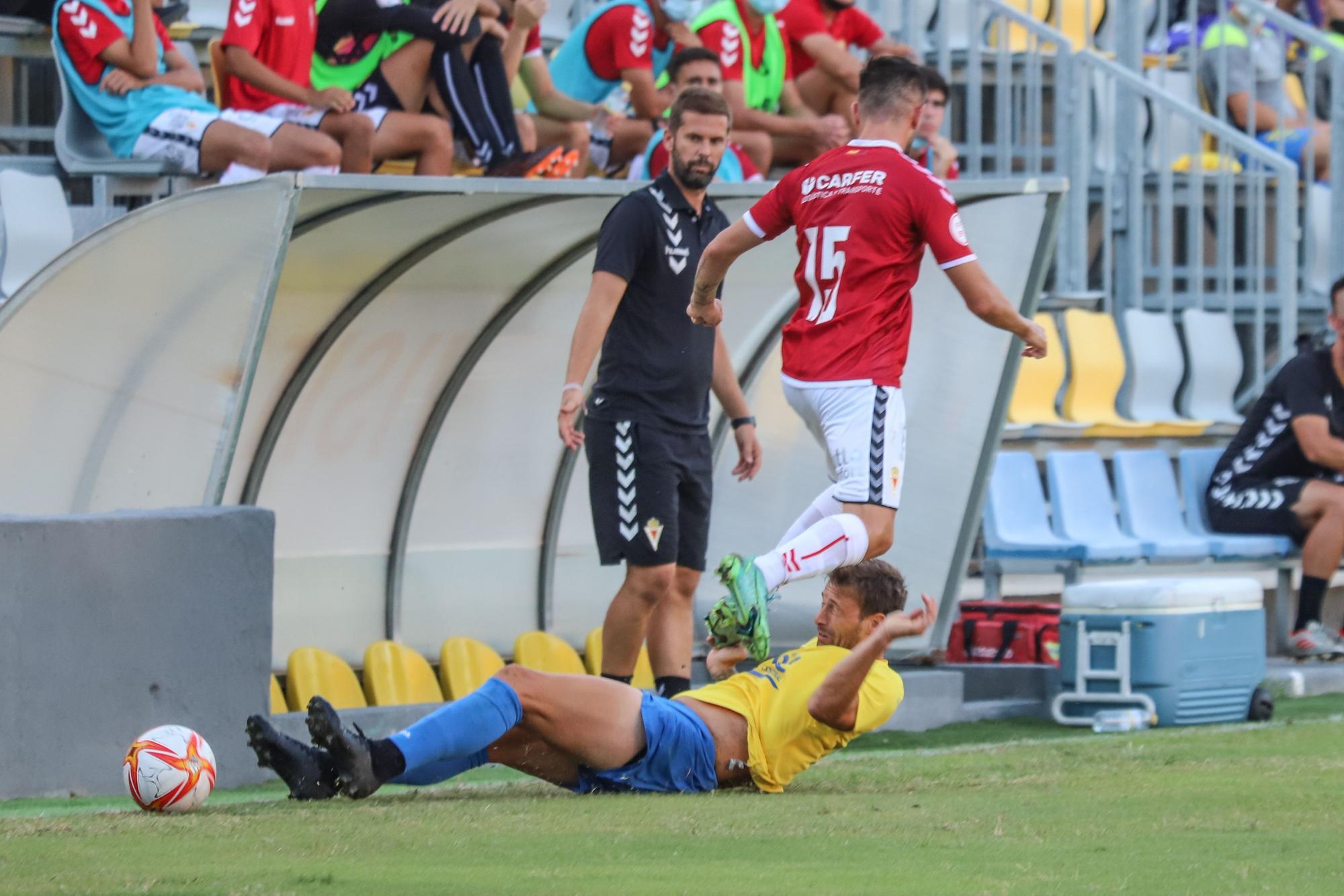 El Orihuela presenta a sus jugadores ante su afición