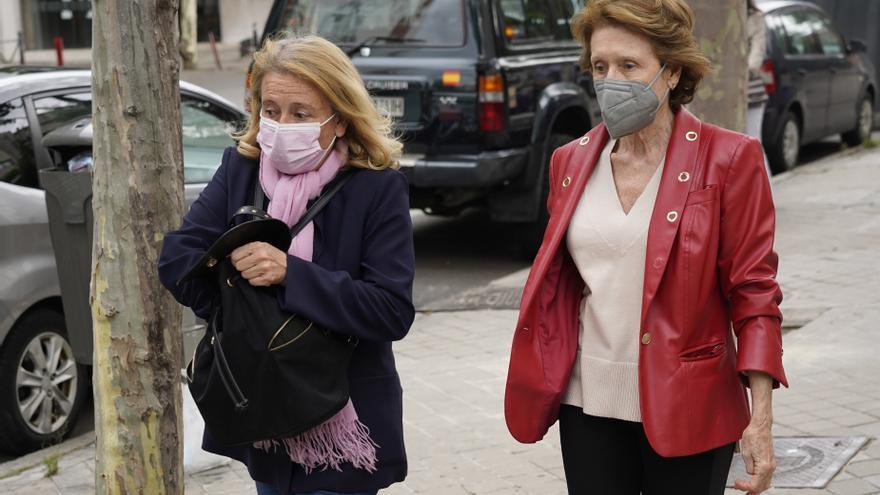 Las hermanas de Mila Ximénez, abatidas en un paseo por el entorno del domicilio de la colaboradora