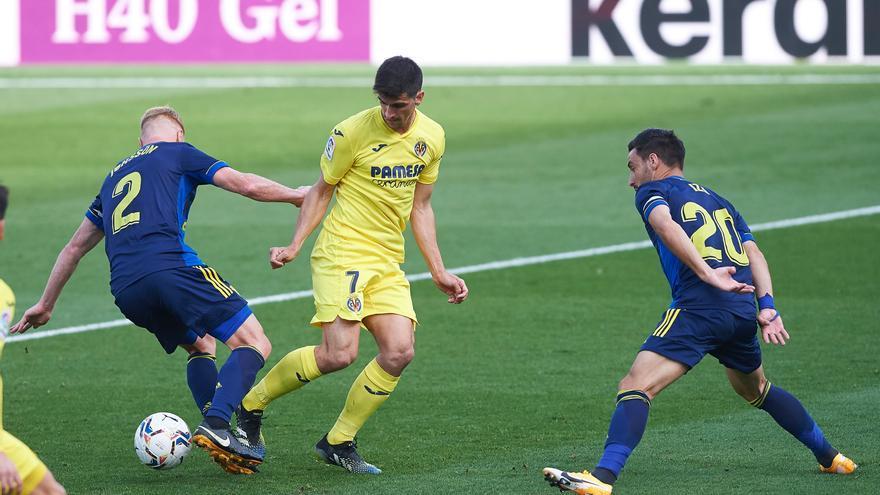 Gerard Moreno dio el triunfo al Villarreal ante un Cádiz que apretó al final