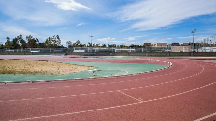 Las pistas de atletismo, pádel y tenis estrenan la apertura de instalaciones deportivas en Mislata