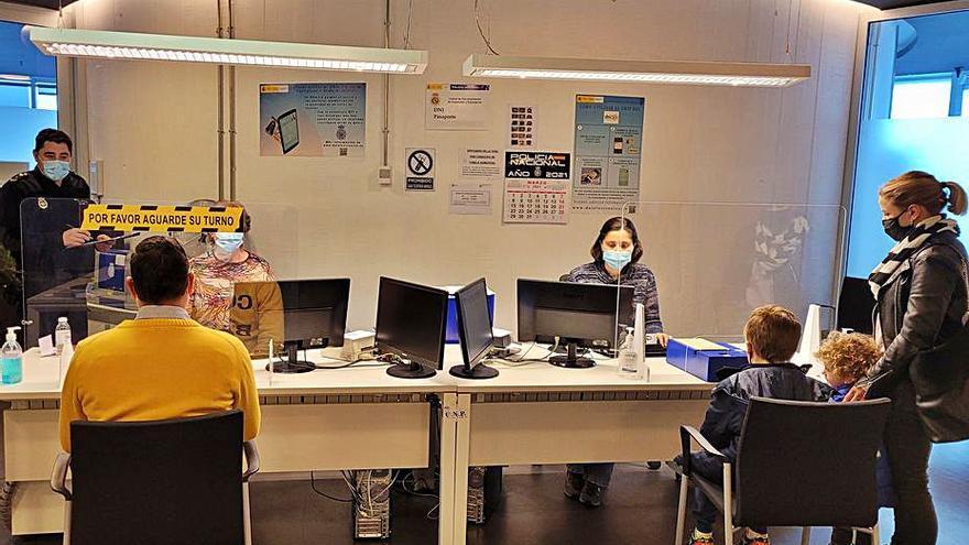 La oficina de la Policía Nacional de Lalín tramitó desde su apertura 39.000 documentos de identidad