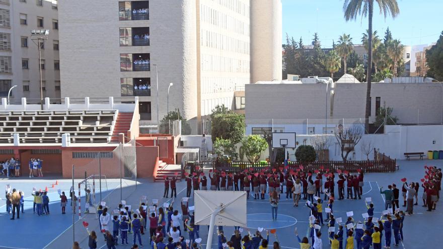 El patio del Colegio San Buenaventura se llena de corazones solidarios