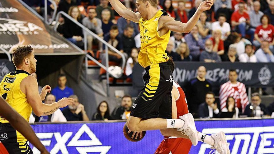 Janari Joesaar, un estonià amb pas efímer per l'ACB, podria rellevar Pere Tomàs