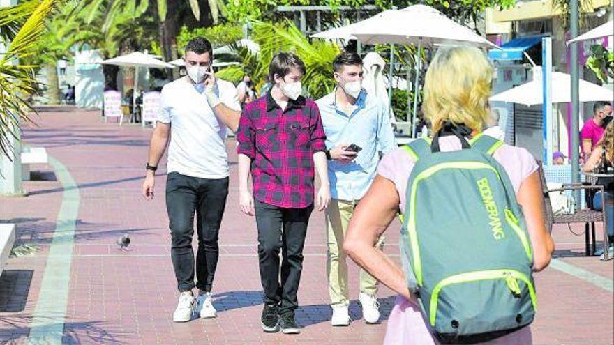 El alza de contagios Covid en Tenerife se vincula a la juventud y la dificultad del rastreo