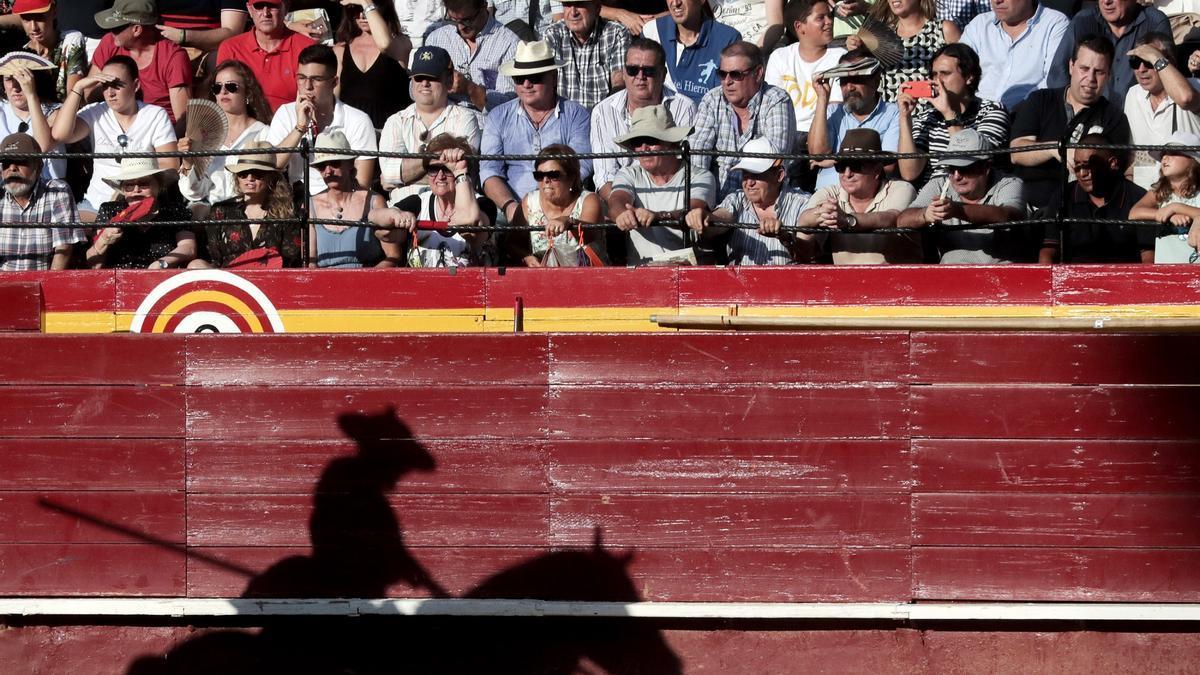 El público en la plaza de toros de València, en una imagen de archivo.
